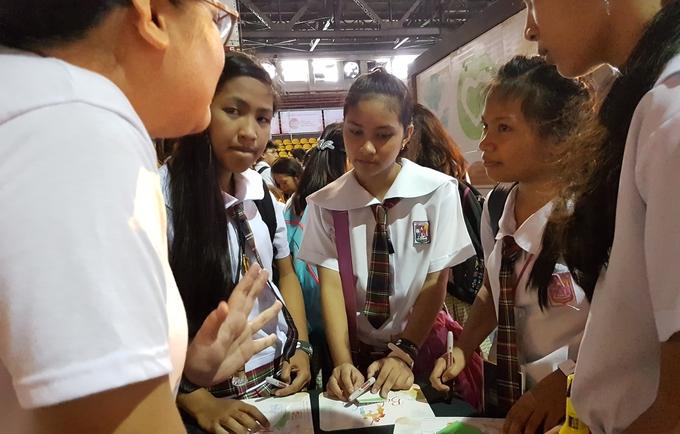 Girls philippines young Philippine Women