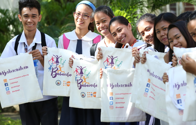 Students prepare for the national-level dialogue with Vice President Leni Robredo. The event is part of the Babaenihan campaign to raise awareness about the urgency of addressing teenage pregnancy through investments in education, health and economic opportunities.